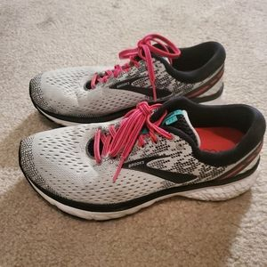 Ghost 11 women's running shoes size 8.5